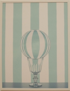 """Sarah Charlesworth, """"Crystal Ball"""", 2012. Le plaisir de la composition ordonnée et esthétique à la manière d'un Wes Anderson."""