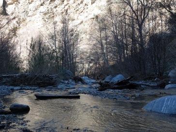 La rivière et ses jolis reflets dorés
