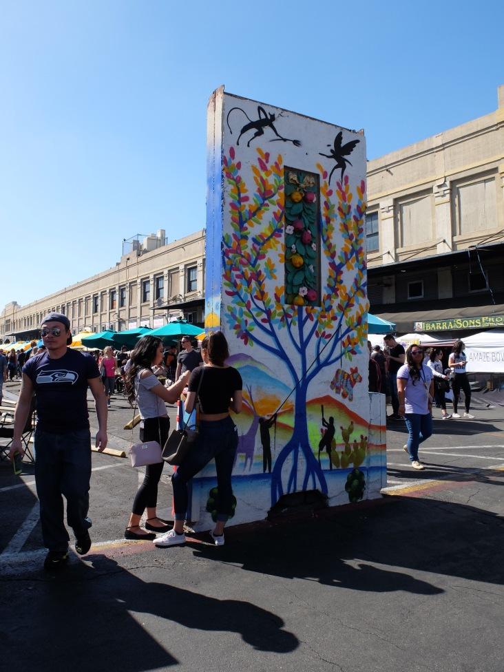 Drôles d'oeuvres d'art au milieu du marché (2)