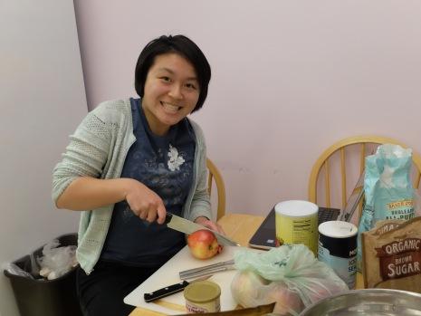 Kathryn vient de terminer son essai sur Star Trek et commence donc ses expérimentations sur des pommes-cobayes.