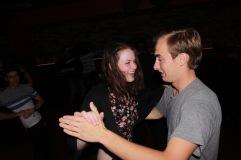 Liz et Jay, deux copains rencontrés en cours de danse. C'est très chouette de les avoir vus faire leurs premiers pas et de les voir maintenant danser avec nous !