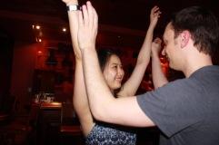 Je sais qu'Ariane déteste lever les bras en bachata et en salsa, mais cette photo est trop mignonne.