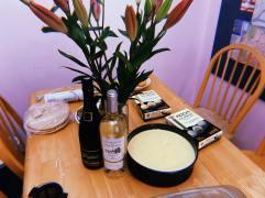 Mochis glacés, gâteau à la mangue et brownie.