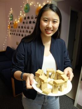 """Pour Noël, Ariane m'a ramené un """"Thousand-Layer Cake"""", pâtisserie célèbre à Singapour, mais qui vient d'un autre pays je crois."""