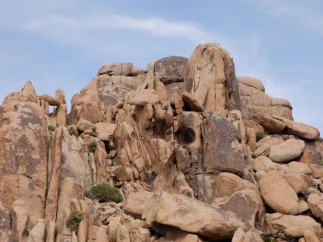 De magnifiques rochers avec deux yeux : les motifs dessinées dans la pierre de manière naturelle peuvent être parfois surprenants !