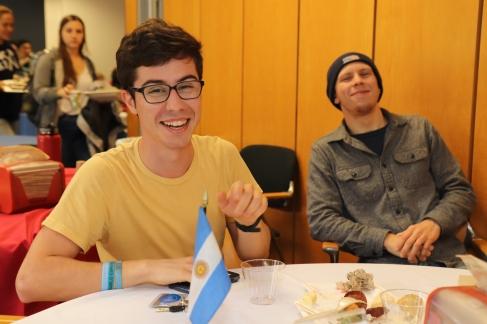 A la table espagnole avec José et Isaac (et oui, il faisait très froid !)
