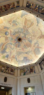 Un plafond réalisé par Hugo Ballin, dans les années 1930 avec tout ce qu'il faut d'inspiration classique.