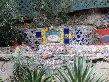 ...menant au Jardin d'Oz, jardin tout à fait insolite et très artistique. Il n'était pas possible de prendre des photos de l'intérieur alors voilà juste un tout petit aperçu de l'extérieur !