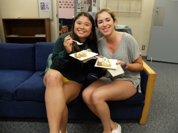 Sanami et Marina, deux de mes étudiantes en cours de conversation.