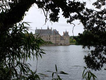 Le château encadré de verdure (2)