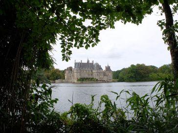 Le château encadré de verdure (1)