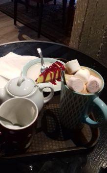 A Nantes, Alex et moi partons à la découverte des salons de thé pour enquêter et travailler en même temps.