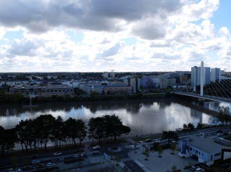 Des nuages et une belle lumière argentée (2)