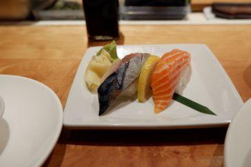 Sushis au saumon et au maquereau