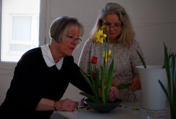 Michelle assiste Christine pour nous aider avec nos compositions (1)