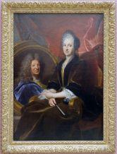 """François de Troy, """"Portrait d'une veuve désignant le portrait de son époux"""", 1710. Un tableau qui nous a bien fait rire avec Elise. Le geste semble un peu nonchalant comme si la veuve s'apprêtait à dire """"ouep, il est dead""""."""