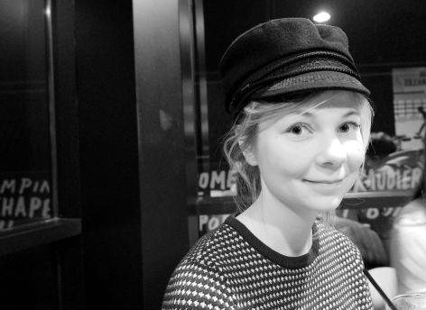 Justine avec ma casquette de marin