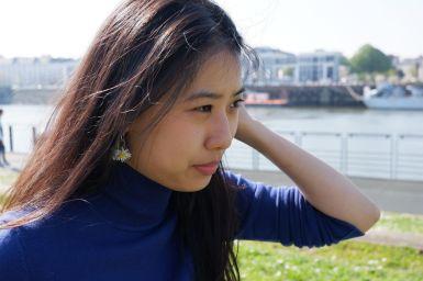 Un joli portrait d'Ariane dans le vent (2)