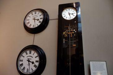 Une horloge électrique par la Synchronome Clock Company à Londres réalisée entre 1962 et 1965.