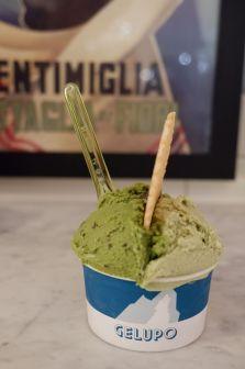 Toute en teintes de verts : pistache et menthe douce.
