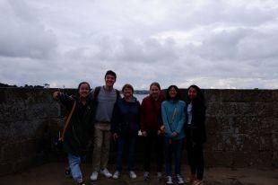Ce n'est que le début de la visite, et on a déjà perdu une partie des étudiants pour la photo de groupe...