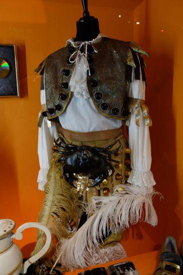 Un costume pour le groupe Tri Yann, fait main, fait maison, avec des capsules de café.