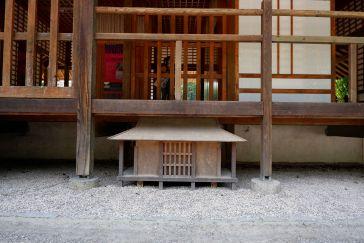 Sous la maison de thé, une autre maison de thé, et sous cette maison de thé, il y a quoi ?