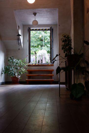 Je peux m'installer sur la terrasse à l'étage ?