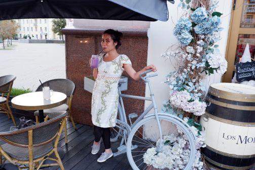 A la Crète d'Or, après le cours de stretching. C'est un salon de thé qui fait des quiches, des smoothies (mais qui sont en réalité des milkshakes) et de la glace au granola.