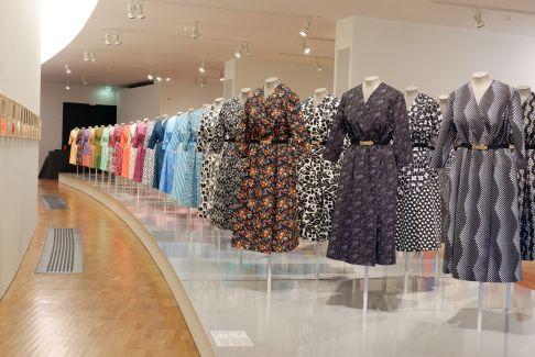 """""""Sots Art & Fashion"""", une exposition sur un mouvement de création de mode s'inspirant des vêtements soviétiques."""