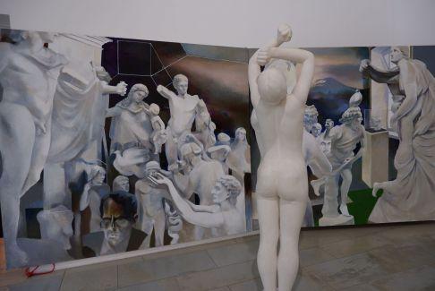 La seule oeuvre qui a suscité mon intérêt : un joli jeu entre le tableau de sculptures et la sculpture elle-même.