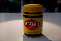 Le Vegemite a fait beaucoup parlé de lui lorsque Barack Obama a déclaré qu'il n'aimait pas ça. On s'attend à un goût de sauce soja et au final, c'est un peu comme si on mangeait de la levure ultra-salée.