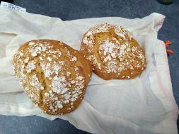 Premiers essais de pain maison, à la levure chimique et sans machine à pain.