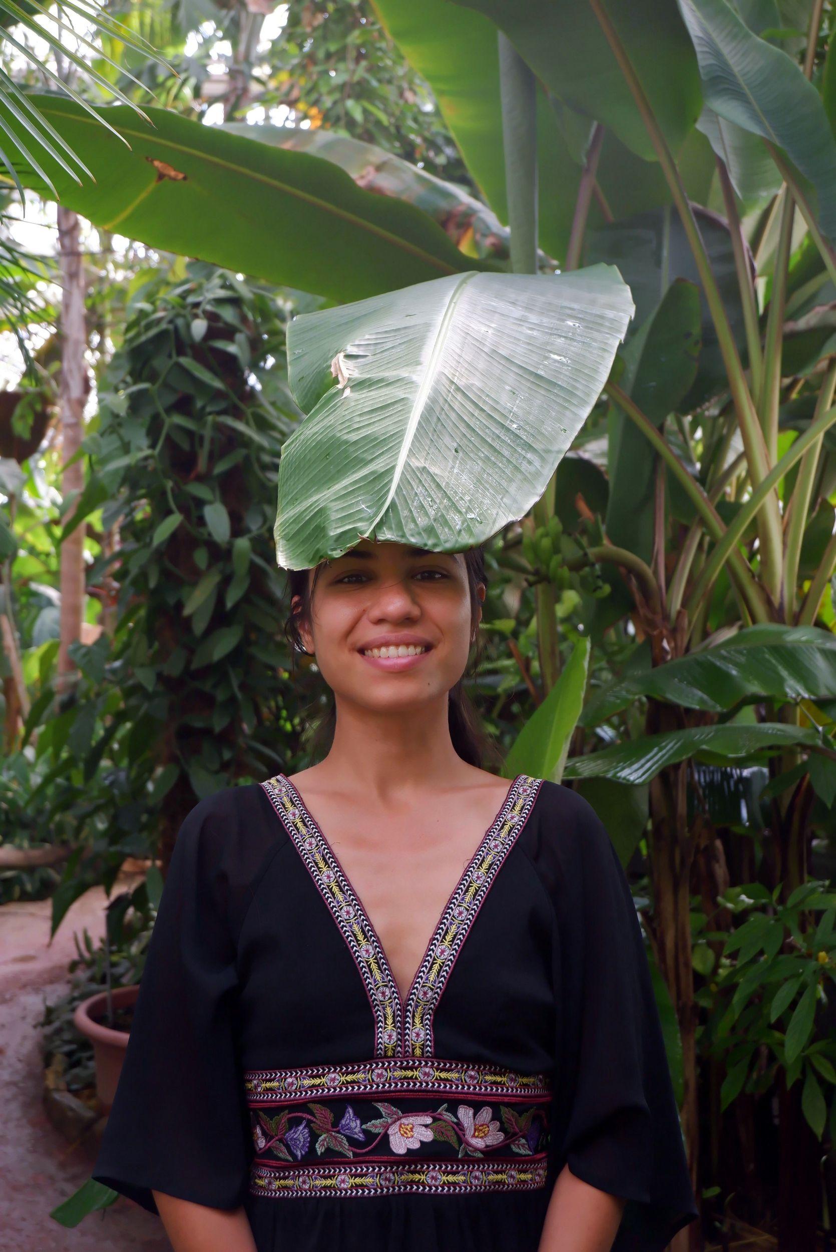 marina et chapeau végétal