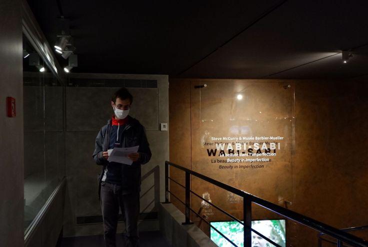 Ryan dans le musée Barbier-Mueller.