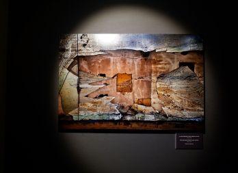 Steve Mccurry, Le mur détruit d'une station-service au Japon (2011)