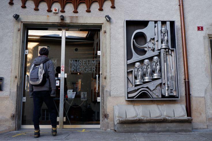 l'entrée du musée Giger à Gruyère