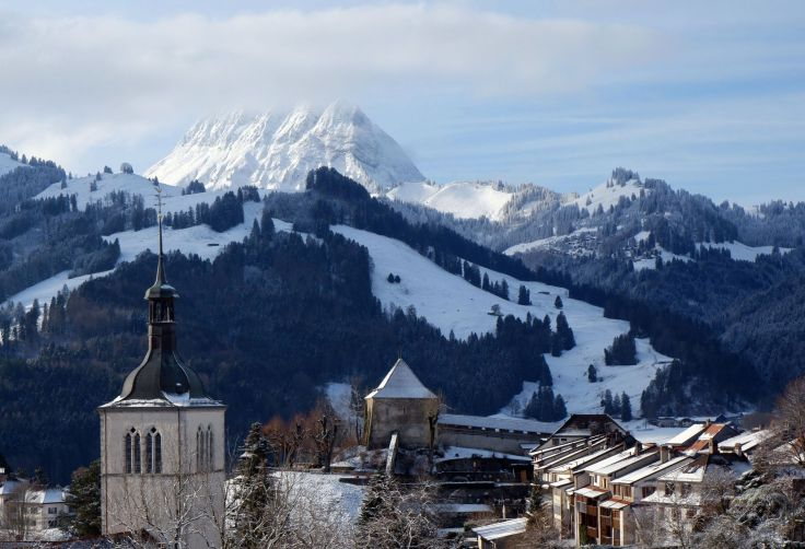Les montagnes surplombant Gruyères