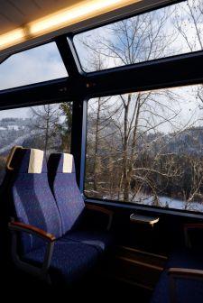 L'après-midi dans le train, réchauffé par le soleil. Quel bonheur !