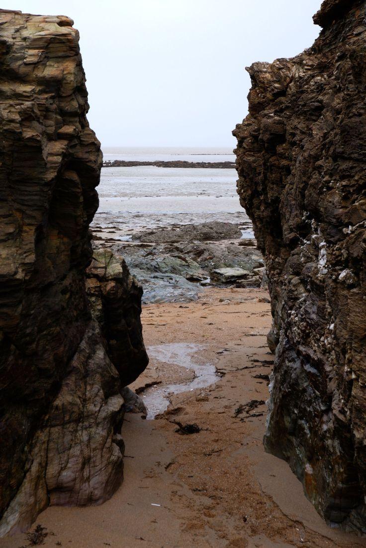 la mer entre deux rochers