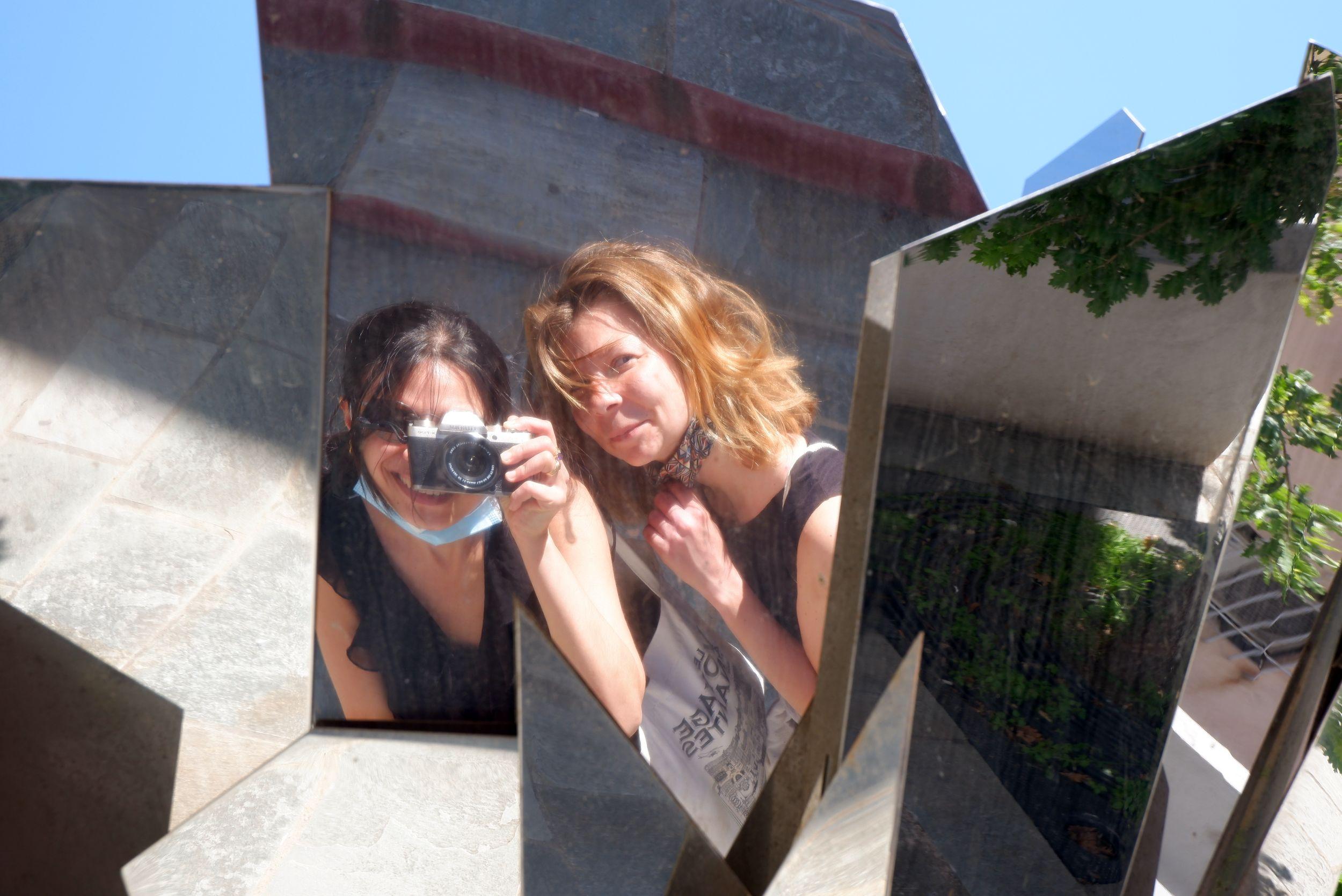une oeuvre d'art de Jeanne de Petriconi avec plein de miroirs partout