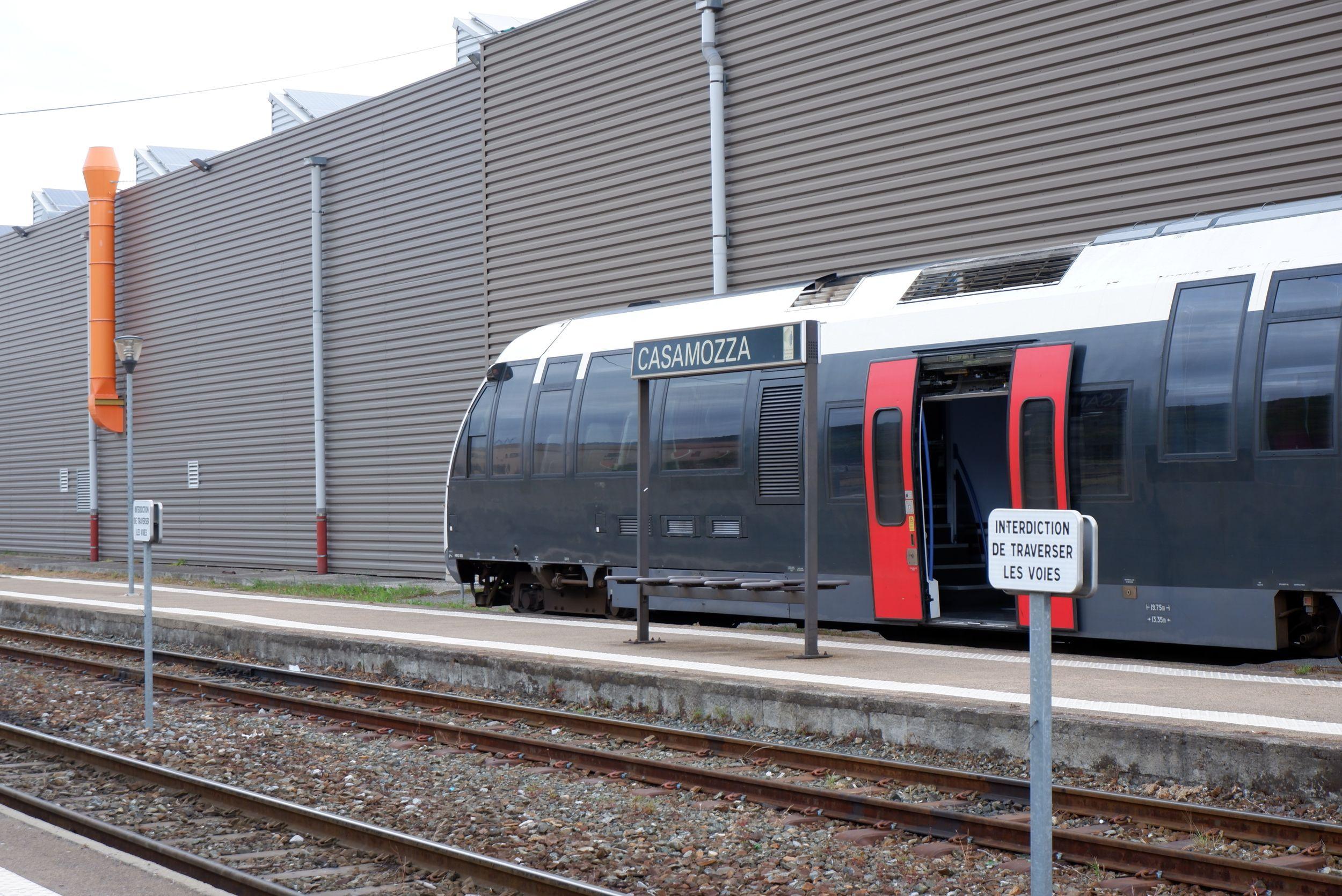 un train à la gare de Casamozza