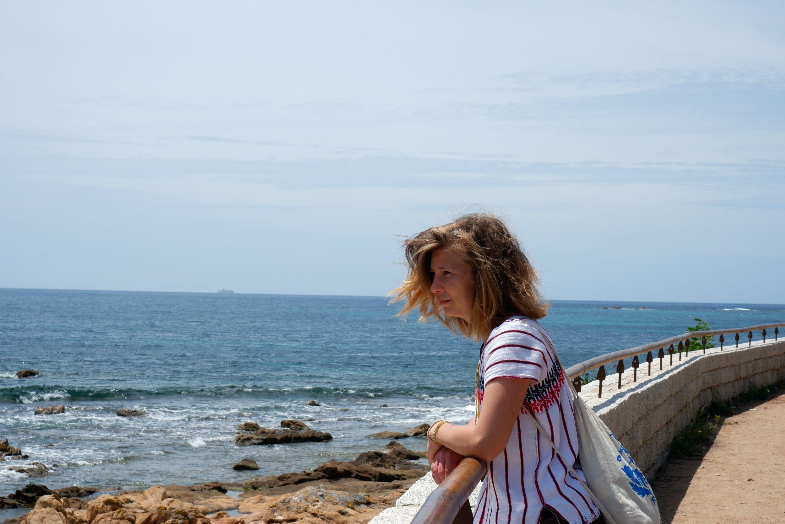 Justine au bord de l'eau