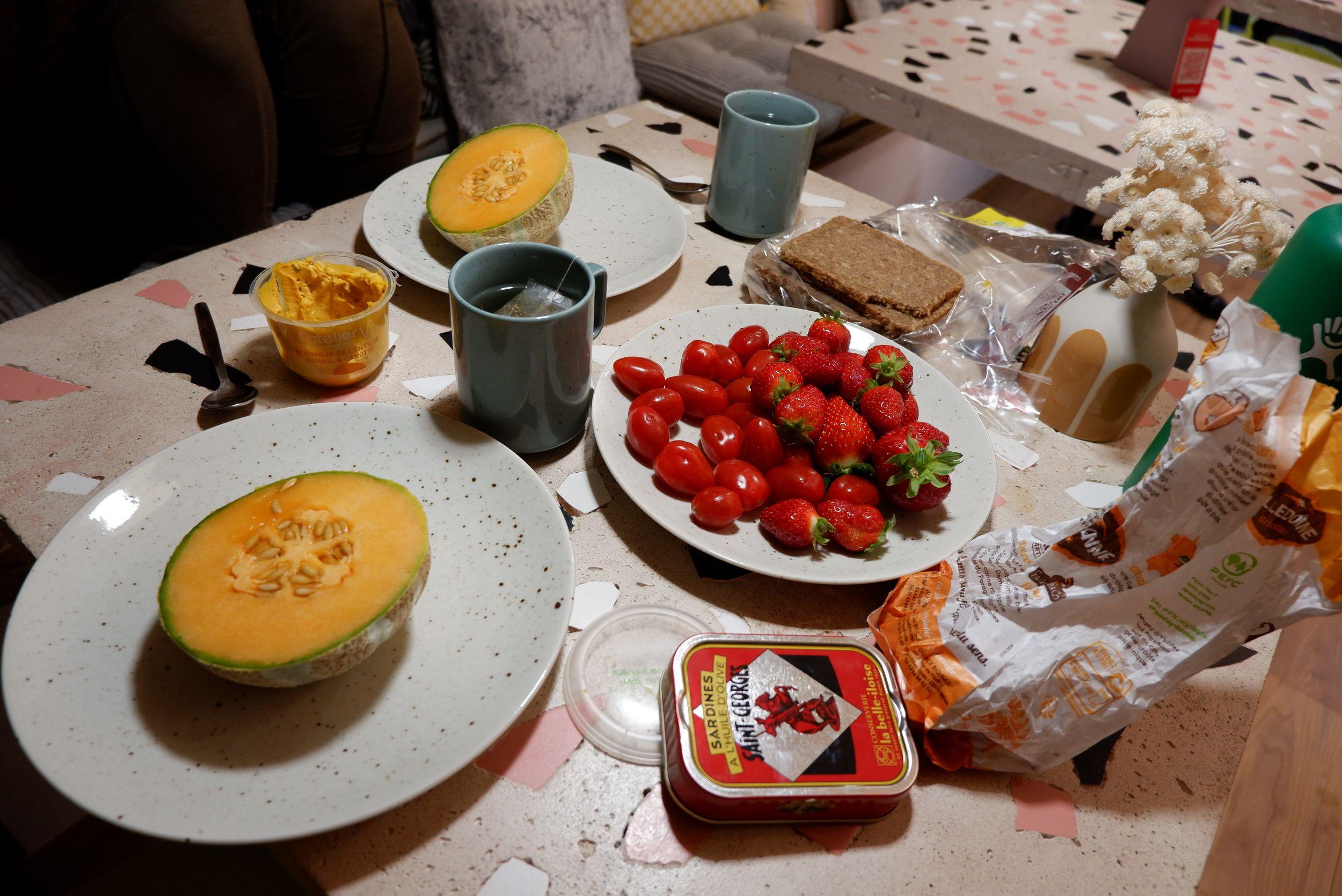 Petit dîner à Ajaccio avec des crudités et des sardines