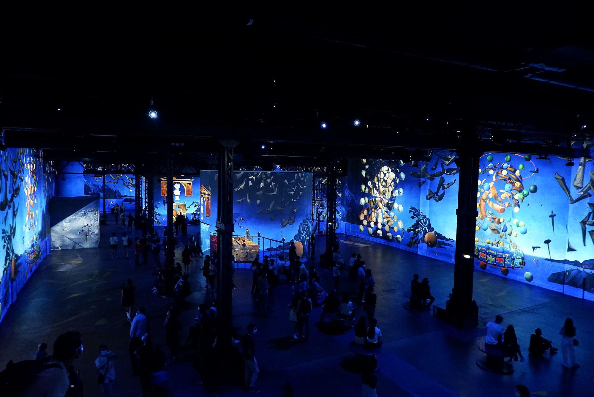 L'atelier des Lumières à Paris, présentant des oeuvres de Dali