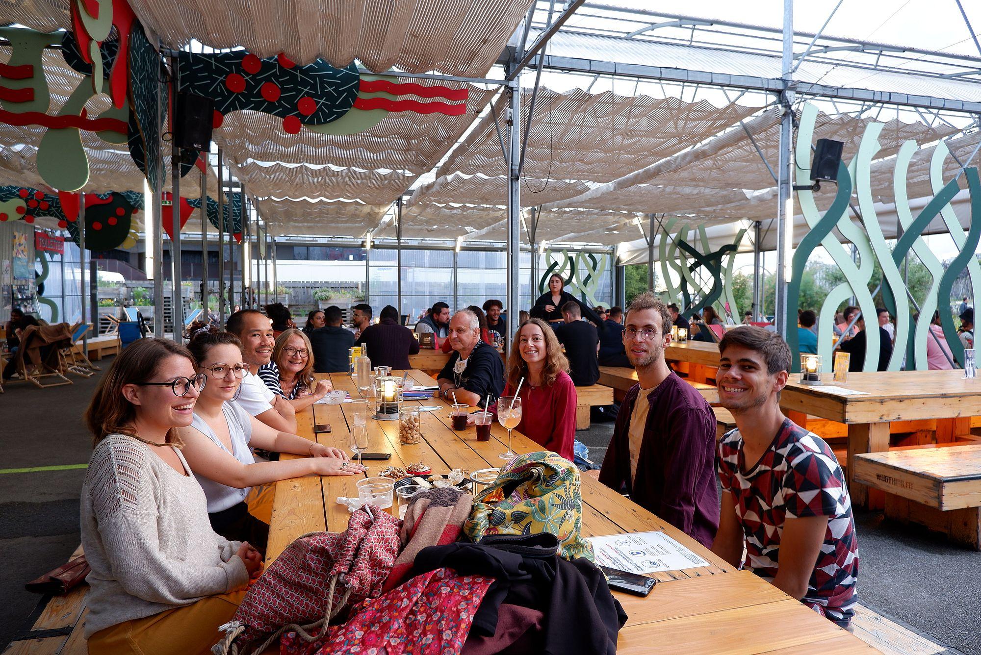 La Cantine du Voyage à Nantes avec mes collèges en train d'y boire un verre