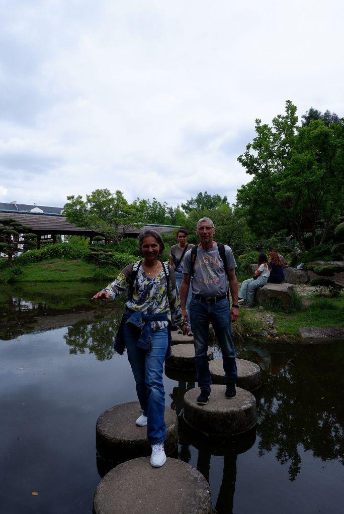 Sémia, Olivier et Sabine sur les pas japonais de l'Île de Versailles