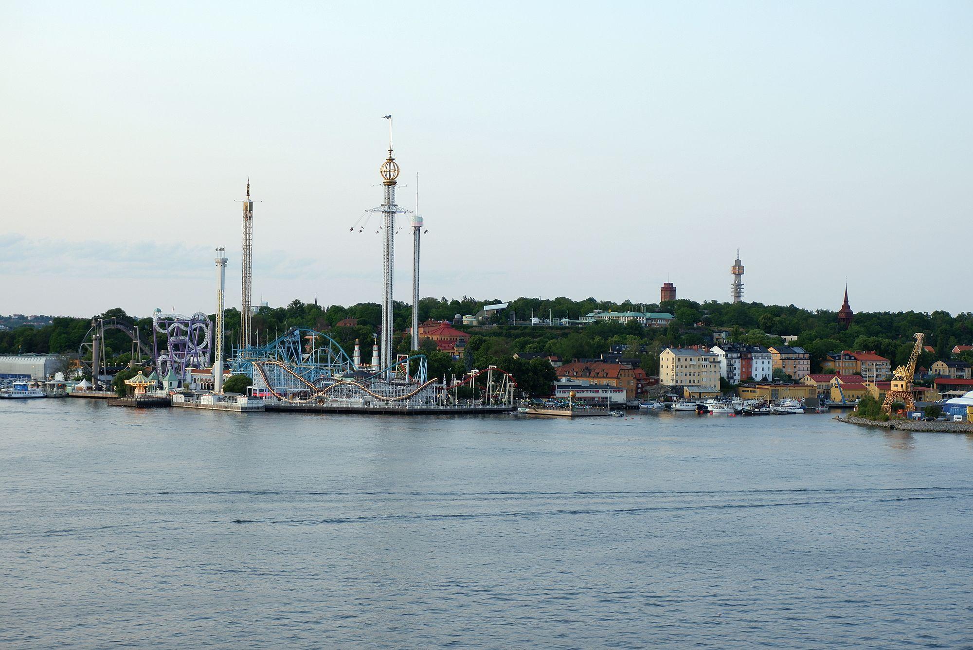 Gröna Lund, un parc d'attraction sur une île.