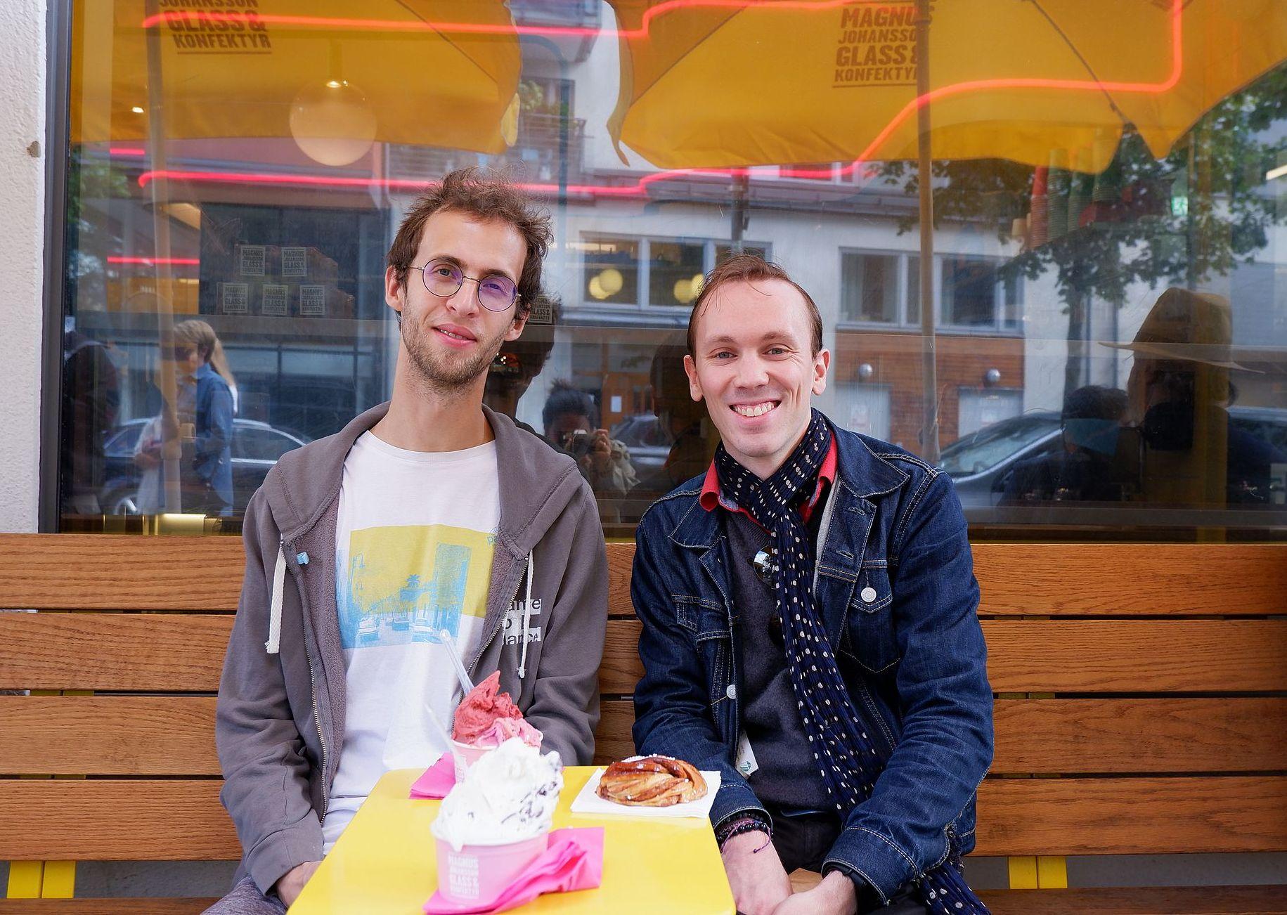Ryan et Romain avec glace et roulé à la cannelle chez Magnus Johansson